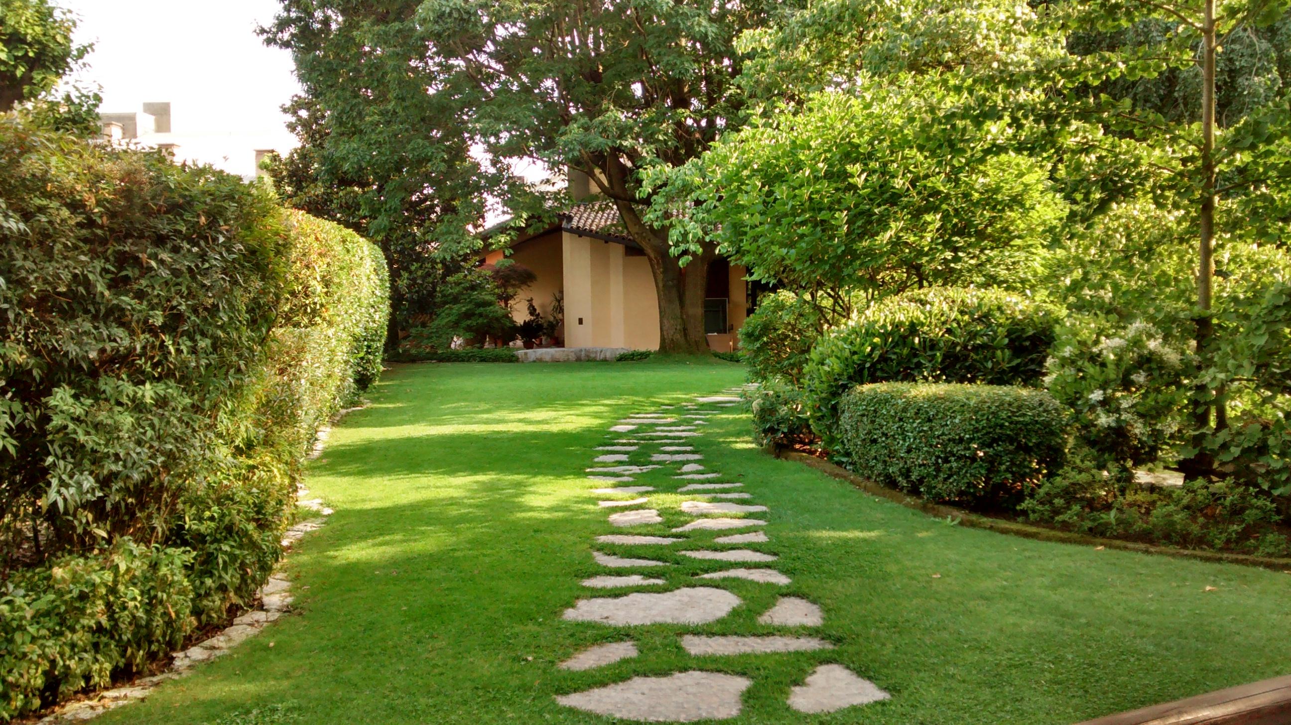 Manutenzione giardini paccagnella christian giardini for Manutenzione giardini