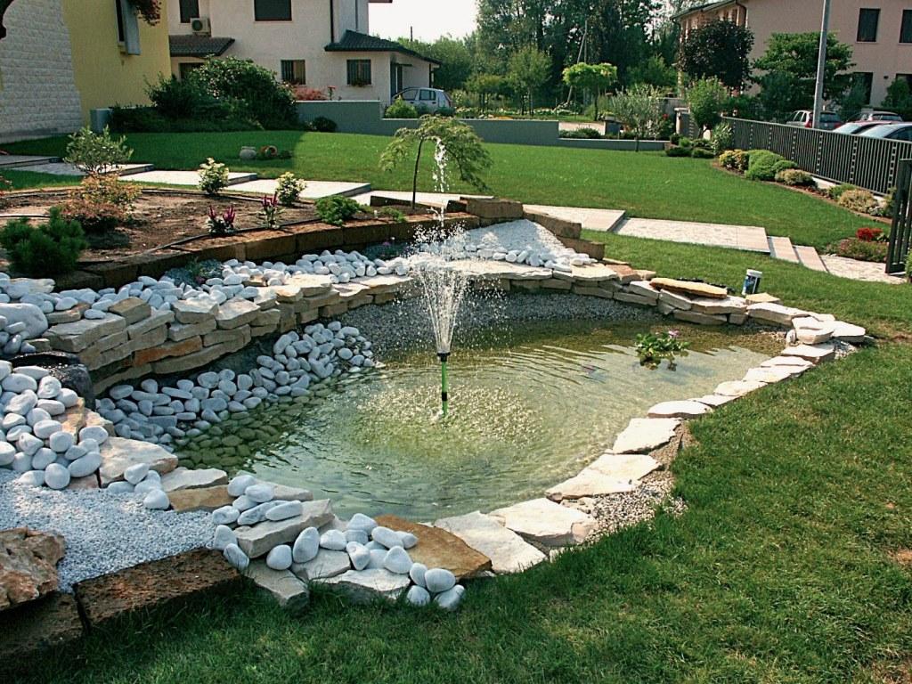 Laghetti per giardino idee per interni e mobili - Laghetti da giardino ...